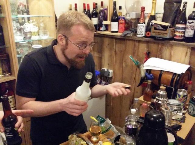 The Pas at bar, 1