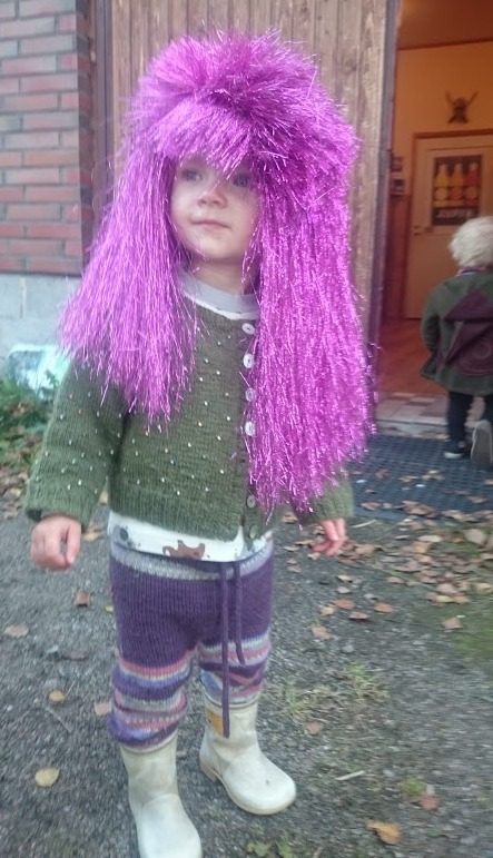 Toop in the wig.